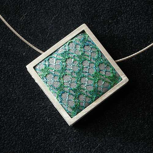 Kringelschmuck Quadrat auf Spitze 3 cm