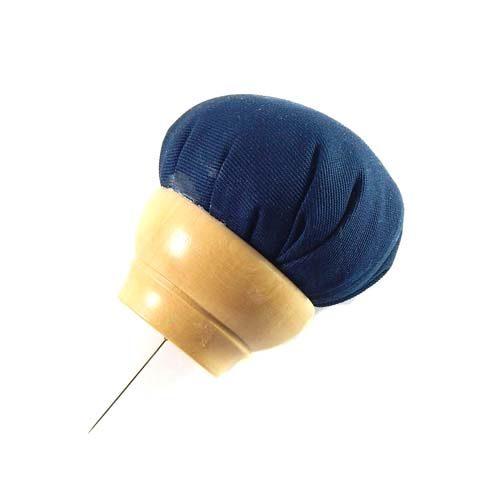 Nadelkissen mi einer Stabilen Nadel zum Aufstecken auf die Rolle oder das Flachkissen