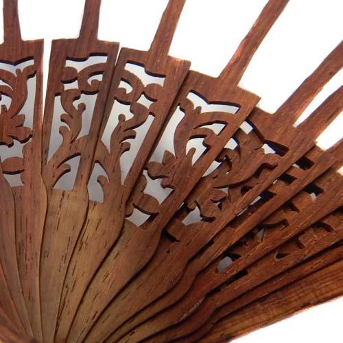 Fächer Modell Madrid und Brief Torchonfächer,1 Fächergestell BS-AB12L in der Holzart Palo Santo, in der Klöppelwerkstatt erhältlich