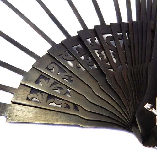 Fächer Modell Sevilla und Brief Torchonfächer, 1 Fächer BS-AB13A in der Holzart Ebenholz, in der Klöppelwerkstatt erhältlich