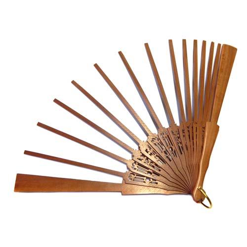 Fächer Modell Sevilla und Brief Torchonfächer,1 Fächer BS-AB13A in der Holzart Peral in der From Floral, in der Klöppelwerkstatt erhältlich