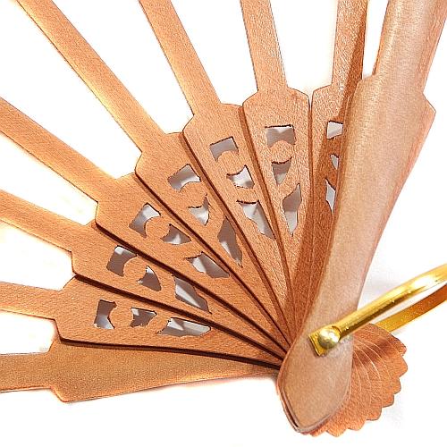 Fächergestell Modell 2 Birne ~ spanischer Fächer in der Klöppelwerkstatt, Holzart Birne, schöne Verziehrung im Fächerblatt, klöppeln, Abanico, Detailaufnahme
