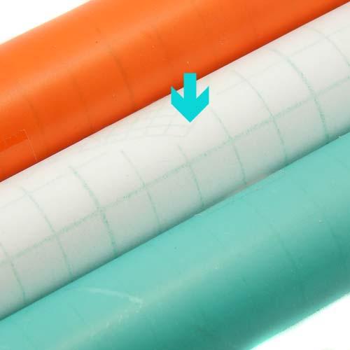 Folie entspiegelt, 3 Rollen selbstklebende Klöppelfolie entpiegelt in den Farben orange, farblos und blau, in der Klöppelwerkstatt erhältlich, die Farbe farblos ist markiert