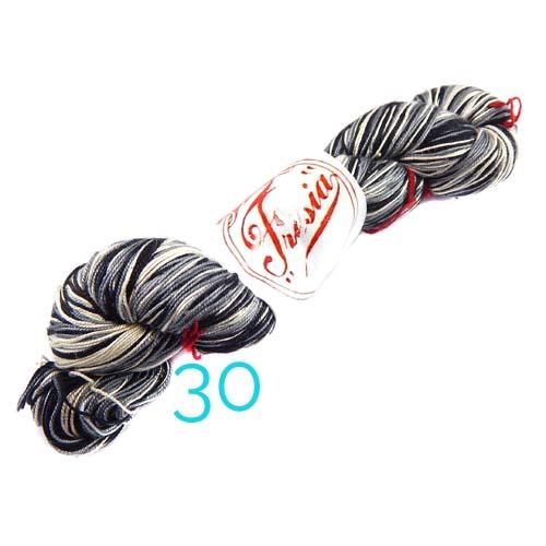 Fresia Seide, 100 % Seide, zum klöpeln, stricken und häkeln in der Farbe 30 schwarz-weiss