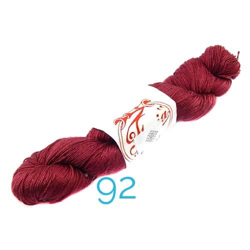 Fresia Seide, in der Farbe 92, handgefärbt, uni und multicolor, 100 % Seide, das Seidengarn ist in der Klöppelwerkstatt erhältlich und sehr gut zum Klöppeln, Stricken und auch zum Häkeln geeignet.