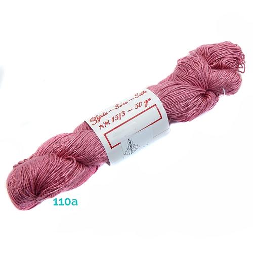 Fresia Seide, in der Farbe 110a, handgefärbt, uni und multicolor, 100 % Seide, das Seidengarn ist in der Klöppelwerkstatt erhältlich und sehr gut zum Klöppeln, Stricken und auch zum Häkeln geeignet.