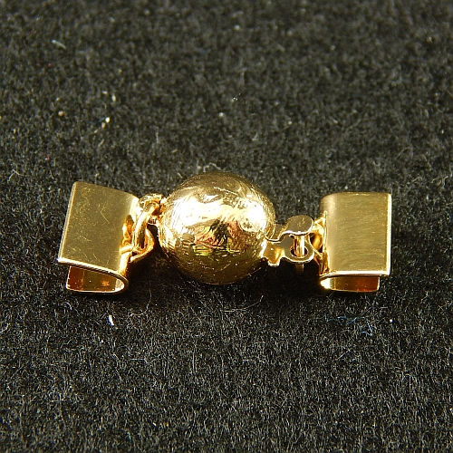 1 Kugelschliesse 13551 mit Klemme zum festklemmen der Spitze. Nur in der Klöppelwerkstatt erhältlich, vergoldet, 8mm