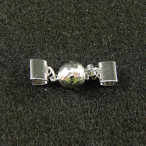 1 Kugelschließe 14585 mit Klemme zum festklemmen der Spitze. Nur in der Klöppelwerkstatt erhältlich, rhodiniert 8mm