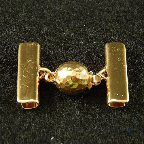1 Kugelschließe 14585 mit Klemme zum festklemmen der Spitze. Nur in der Klöppelwerkstatt erhältlich, vergolet 20mm