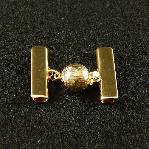 1 Kugelschließe 14585 mit Klemme zum festklemmen der Spitze. Nur in der Klöppelwerkstatt erhältlich, vergoldet 20mm