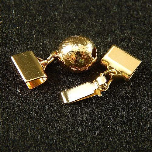 1 Kugelschließe 13551 geöffnet mit Klemme zum festklemmen der Spitze. Nur in der Klöppelwerkstatt erhältlich, vergoldet, 8mm