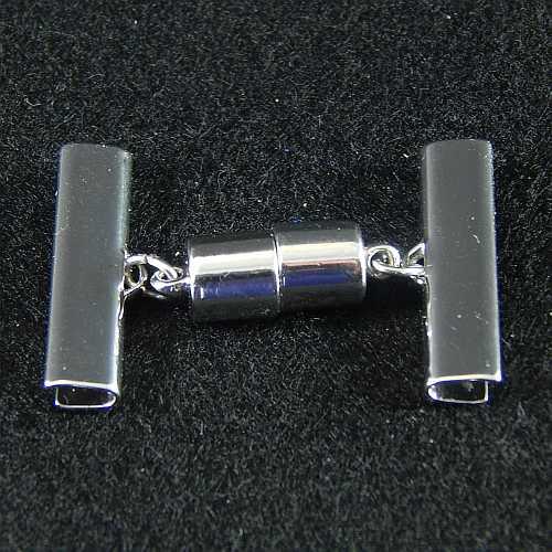 1 Magnetverschluss mit Klemme 14637 zum festklemmen der Spitze. Nur in der Klöppelwerkstatt erhältlich, rhodiniert 25 mm