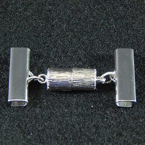 1 Magnetverschluss mit Klemme 14638 zum festklemmen der Spitze. Nur in der Klöppelwerkstatt erhältlich, rhodiniert 20mm