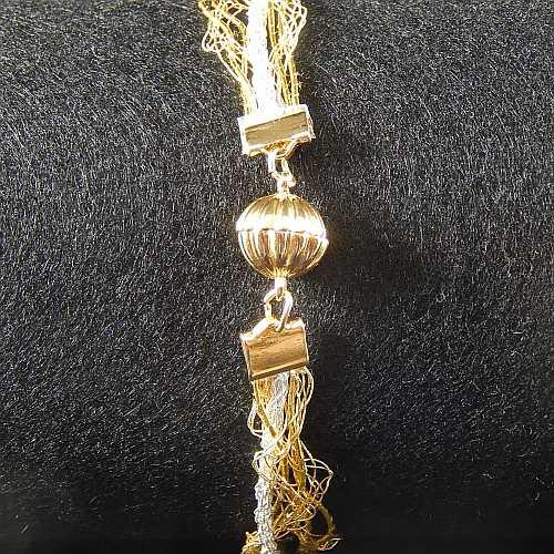 Magnetverschluss mit Klemme 14682 zum festklemmen der Spitze. Nur in der Klöppelwerkstatt erhältlich, vergoldet, 8 mm