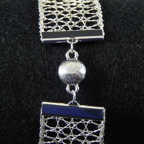 Magnetverschluss mit Klemme 14282 zum festklemmen der Spitze. Nur in der Klöppelwerkstatt erhältlich, rhodiniert, 25 mm