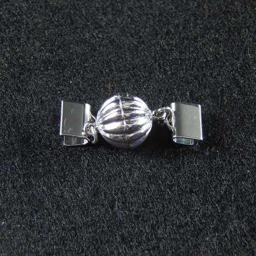 1 Magnetverschluss mit Klemme 14682 zum festklemmen der Spitze. Nur in der Klöppelwerkstatt erhältlich, rhodiniert 8mm