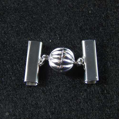 1 Magnetverschluss mit Klemme 14682 zum festklemmen der Spitze. Nur in der Klöppelwerkstatt erhältlich, rhodiniert 20mm