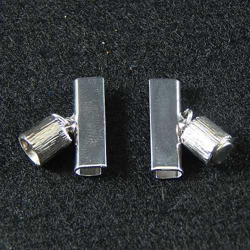 1 Magnetverschluss mit Klemme 14638, geöffnet, zum festklemmen der Spitze. Nur in der Klöppelwerkstatt erhältlich, rhodiniert 20mm