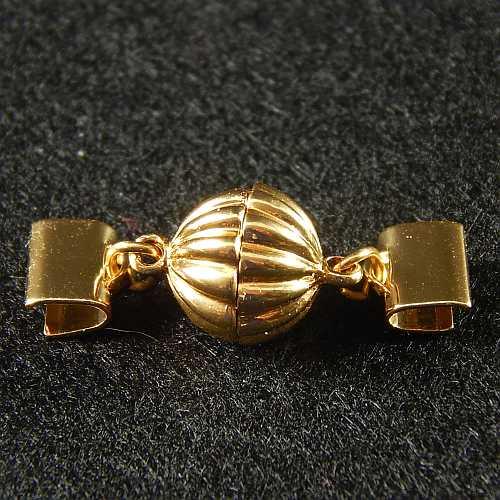 1 Magnetverschluss mit Klemme 14682 zum festklemmen der Spitze. Nur in der Klöppelwerkstatt erhältlich, vergoldet 8mm