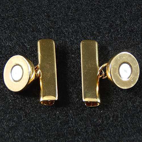 1 Magnetverschluss mit Klemme 14757, geöffnet zum festklemmen der Spitze. Nur in der Klöppelwerkstatt erhältlich, vergoldet 20mm