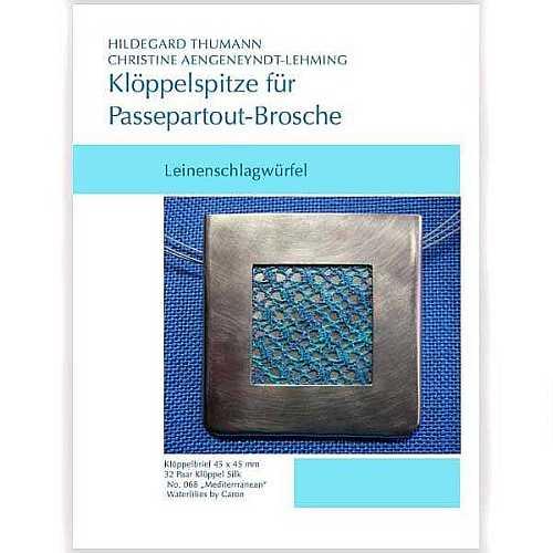 Klöppelbriefe für Passepartout-Brosche, Leinenschlagwürfel