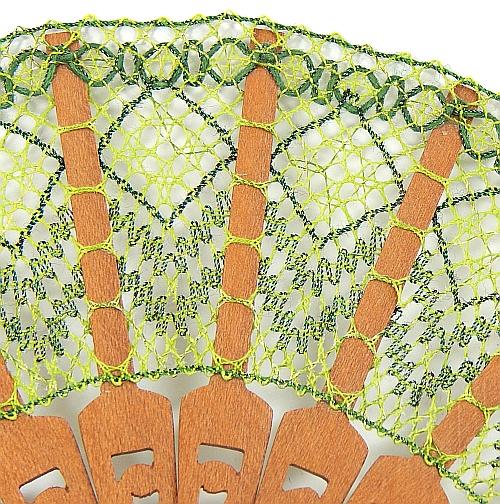 Fächer Modell Soria & Brief Torchonspitze 17, geklöppelter Fächer, Detailaufnahme, in der Klöppelwerkstatt erhältlich