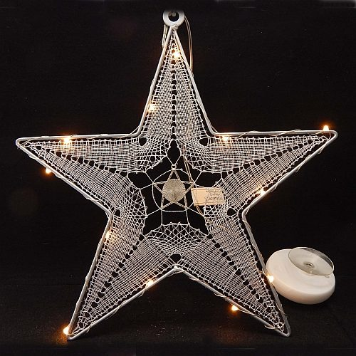 Stern mit LED-Beleuchtung mit Spitze, eingeschaltet