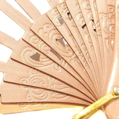 Fächer Modell Bilbao, Holzart: Birne Floral, Detailaufnahme, dazu gehört der Klöppelbrief Torchonfächer 3, Entwurf: Marie Luise Prinzhorn, in der Klöppelwerkstatt erhältlich, Abanico, klöppeln, Torchon, Spitze