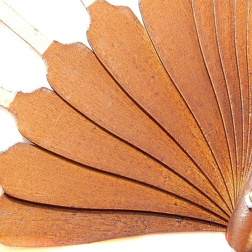 Fächergestell Modell 2 Birke lackiert ~ in der Klöppelwerkstatt, spanisches Fächergestell, Holzart Birke Nußbaum lackiert, klöppeln, Spitze, Abanico, Detailaufnahme