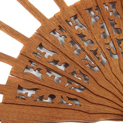 Fächer Modell Cadiz & Brief Torchonspitze Nr. 16 von Marie Luise Prinzhorn entworfen, in der Klöppelwerkstatt erhältlich, Fächergestell Mahagonie 2