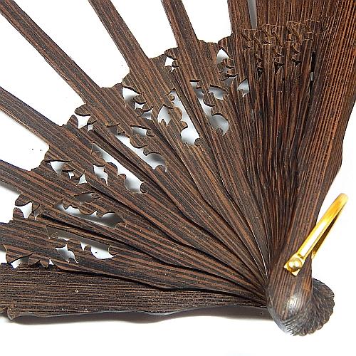 Fächer Modell Saragossa & Brief Torchonspitze 1, in der Klöppelwerkstatt erhältlich, Fächergestell Wengue, Detailaufnahme