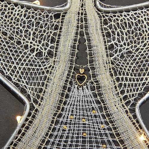 Klöppelbrief Engel mit LED - Beleuchtung ~ M.L. Prinzhorn in der Klöppelwerkstatt erhältlich, geklöppelte Spitze-Detailbild