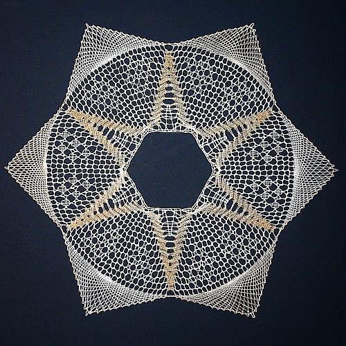 Set 1 = Torchonstern - Klöppelbrief und Rahmen, das Set zum klöppeln ist in der Klöppelwerkstatt erhältlich und ein schönes Geschenk zu Weihnachten.