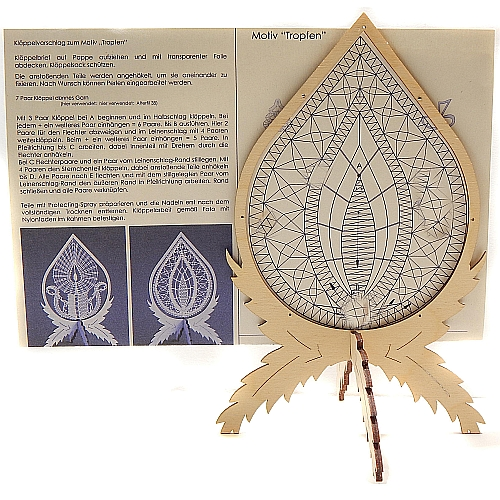 Klöppelrahmen Winter incl. Klöppelbrief mit 2 Motive, Holzrahmen zum Aufstellen mit kleinen Löchern im Rahmen zum befestigen der Spitze, in der Klöppelwerkstatt erhältlich.