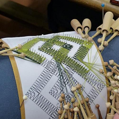 Eckgestaltung ~ Volkskunstschule d. ERZ ~ Klöppelwerkstatt, es gibt verschiedene Möglichkeiten eine Ecke zu gestalten, Technisches Handbuch klöppeln