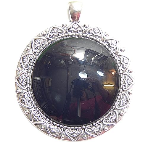 Anhänger Herzl rund Stein in schwarz, zum klöppeln, in der Klöppelwerkstatt, Schmuck, Kette, klöppeln, Torchon