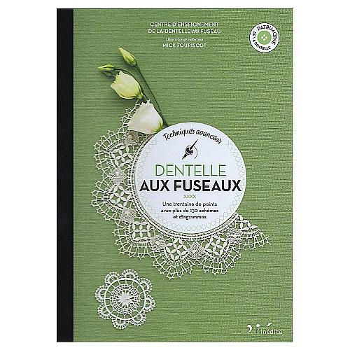Dentelle Aux Fuseaux ~ Mick Fouriscot, in der Klöppelwerkstatt, klöppeln