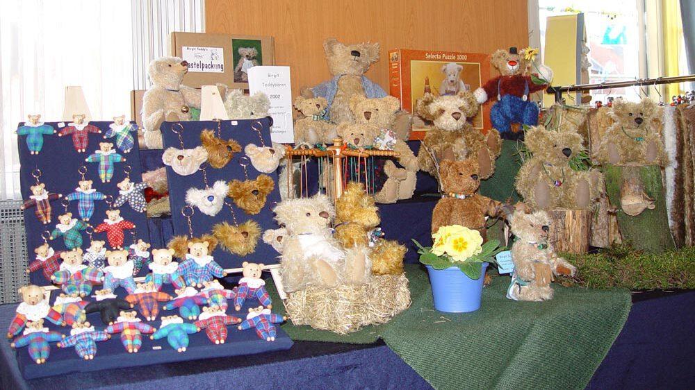Wie alles begann-Klöppelwerkstatt, 2001 habe ich einen Online-Shop für Teddybärenzubehör eröffnet. Später habe ich mich voll auf Klöppelspitzen konzentriert..
